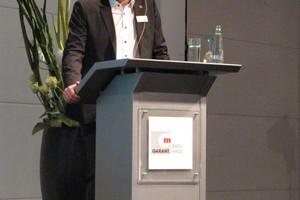 """<div class=""""bildtext_1"""">Marc Schulte, Geschäftsleiter von Garant Bad + Haus: """"Gemeinsam können wir nicht nur zeigen, wo der Point of Sales ist, sondern auch, wo der Hammer hängt."""" </div>"""