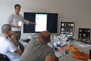 """<div class=""""bildtext_1"""">In speziellen Handwerker-Schulungen wird erklärt, die man """"wibutler"""" installiert, in die Haustechnik integriert und Projekte umsetzt.</div>"""