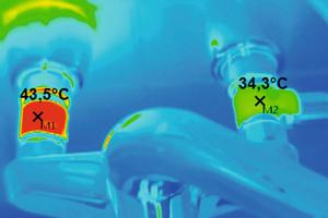 """<div class=""""bildtext_1"""">Unterschätztes Risiko: Durch die dauerhaft über die PWH-Zirkulation durchströmte Wandscheibe erwärmt sich die Entnahmearmatur, es kommt im Kaltwasser-Bereich zu hygienekritischen Temperaturen.</div>"""