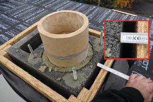 """<div class=""""bildtext_1"""">Brennbare Schornsteinkopfverkleidung –Mindestabstand von 5 cm nicht eingehalten– 2 cm nur bei vollflächiger Hinterlüftung.</div>"""