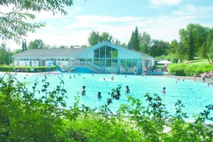"""<div class=""""bildtext_1"""">Schon nach kurzer Zeit meldete der Schwimmbadbetreiber höhere Besucherzahlen und führt dies auf die Teilsanierung des Schwimmbades zurück.</div>"""