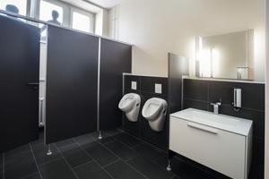 """<div class=""""bildtext_1"""">Die Toilettenanlagen des Restaurants """"ZwanzigZehn"""" in Hemer sind mit hochwertigen Keuco Produkten ausgestattet.</div>"""