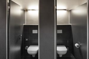 """<div class=""""bildtext_1"""">Die Toilettenanlagen an den Veranstaltungsräumen wurden ebenfalls modernisiert. Auch hier geben Keuco Armaturen, Accessoires und Spiegel ihren Beitrag zur exklusiven Gestaltung.</div>"""