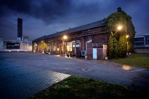"""<div class=""""bildtext_1"""">Die alte Backsteinhalle in Düsseldorf wird mit einer Luftwärmepumpe beheizt.</div>"""