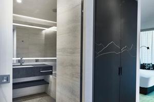 """<div class=""""bildtext_1"""">Die Zimmer im Hilton Hotel am Münchener Flughafen<br />vereinen traditionsreichen Charme mit moderner Innenausstattung.</div>"""