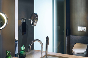 """<div class=""""bildtext_1"""">In den Badezimmern von insgesamt 100 Zimmern und 57 Suiten stehen dem Gast """"TOTO Washlets"""" zur Verfügung. Die übrige Ausstattung wurde vom Ursprungsdesign übernommen.</div>"""
