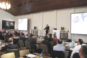 """<div class=""""bildtext_1"""">Dr. Michael Fuchs zeigte in seinem Vortrag To-dos für eine erfolgreiche Energiewende auf.</div>"""
