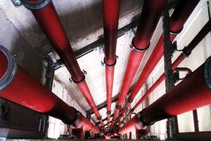 """<div class=""""bildtext_1"""">Fallleitungen bilden ein erhöhtes Schallschutzrisiko, da es bei ungünstiger Leitungsführung zu stärkeren Strömungsgeräuschen kommen kann. </div>"""
