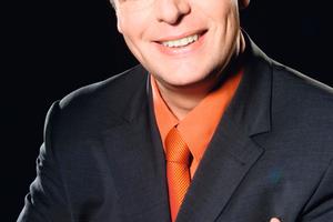 """<div class=""""bildtext_1"""">Jürgen Kurz ist Geschäftsführer der Tempus GmbH. Mit seinem Seminarkonzept für mehr Effizienz im Büro wurde der """"Effizienzprofi"""" (Spiegel online 06/2009) Finalist beim Internationalen Deutschen Trainings-Preis 2006 und 2011. Er begleitet seine Kunden über einen längeren Zeitraum, um das Ziel """"Für immer aufgeräumt"""" zu realisieren. Weitere Informationen unter: <span class=""""url""""><a href=""""http://www.buero-kaizen.de"""" target=""""_blank"""">www.buero-kaizen.de</a></span></div>"""