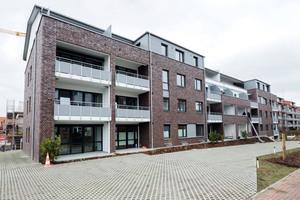 """<div class=""""bildtext_1"""">Aufgrund des geringen Energiebedarfs wird das Mehrfamilienhaus im Gebäudeenergieausweis der Kategorie A+ zugeordnet.</div>"""