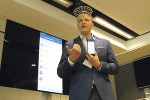 """<div class=""""bildtext_1"""">Alexander Post präsentierte die Apps für den mobilen Zugriff auf die Software.</div>"""