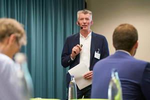 """<div class=""""Bildtext 1"""">Die äußerst positive Resonanz der Teilnehmer zeigt, dass der SHK Profi (hier SHK Profi-Chefredakteur und Moderator Christoph Brauneis) mit den gewählten Themen den richtigen Nerv getroffen hat. </div>"""