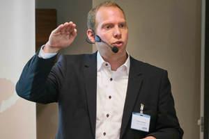 """<div class=""""Bildtext 1"""">Torben Eisenmann, Efficient Energy GmbH, bei seinem Vortrag über das Sicherheitskältemittel Wasser (R718)</div>"""