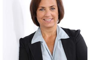 """<div class=""""bildtext_1"""">Petra Fischer, K.E.R.N – die Nachfolgespezialisten. Als dipl. Betriebswirtin hat Petra Fischer jahrelange Führungserfahrung als Geschäftsführerin von Familienunternehmen. Sie berät Unternehmer sowohl bei innerfamiliären Nachfolgeprozessen, als auch bei Unternehmensverkäufen und -käufen.</div>"""