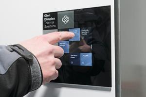 """<div class=""""bildtext_1"""">Das interaktive Touch-Display führt in einfachen Schritten den Kundendienst durch die Inbetriebnahme des Wärmepumpensystems. </div>"""