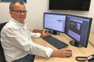 """<div class=""""bildtext_1"""">Dieter Bruns setzt seit 2003 auf die Handwerksoftware """"TopKontor Handwerk"""" und lobt die GAEB-Schnittstelle, mit der er einfach und rechtskonform an Ausschreibungen teilnehmen kann.</div>"""