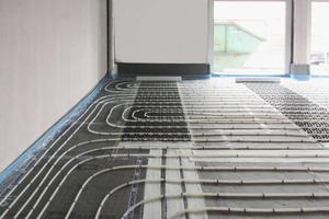 """<div class=""""bildtext_1"""">Das Komplettsystem """"Airconomy"""" kombiniert die klassische Warmwasser-Fußbodenheizung mit kontrollierter Be- und Entlüftung und Wärmerückgewinnung.</div>"""