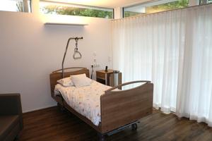 """<div class=""""bildtext_1"""">Insgesamt versorgt """"Airconomy"""" im Hospiz St. Thomas auf einer Fläche von knapp 720 m² acht Gästezimmer sowie Technik,- Seminar- und Sozialräume als auch Arzt- und Schwesternzimmer.</div>"""