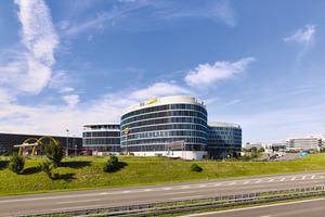 """<div class=""""bildtext_1"""">In der Stuttgarter Airport City ist 2016 ein hochwertiges und zugleich außergewöhnliches Bürogebäude entstanden – das SkyLoop. </div>"""