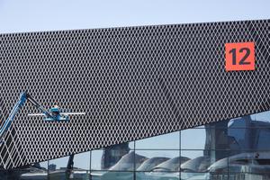 Die neue Halle 12 trägt zu einem eingängigen Geländekonzept auf der ISH bei.