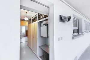"""<div class=""""bildtext_1"""">Der Einbau der Lüftungsanlage stellte nur einen minimalen Aufwand dar. Heute sieht man davon nur noch ein dezentes Auslassgitter an der Hauswand, sowie stilsichere Luftauslässe innerhalb der Wohnung.</div>"""