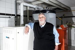 """<div class=""""bildtext_1"""">Diplom-Ingenieur Gerhard Golkowski erzeugt mit der Brennstoffzelle """"Bluegen"""" seinen eigenen Strom. </div>"""