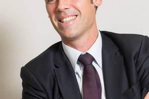 """<div class=""""bildtext_1"""">Schon seit 15 Jahren lenkt Stéphane Harel aus der Führungsetage der SFA Group heraus die strategische Entwicklung von """"SFA Sanibroy"""". </div>"""