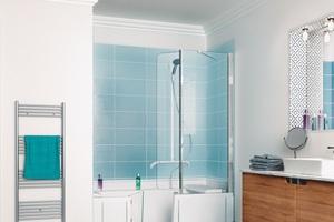 """<div class=""""bildtext_1"""">Würdevoll auch ohne Pflegedienst duschen und baden: die Duschwannen """"Duo"""" mit nahezu schwellenfreiem Zugang machen es möglich und überzeugen durch so pfiffige Ausstattungselemente wie der Sitzmöglichkeit.</div>"""