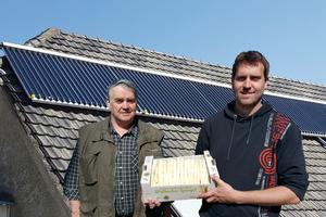 """<div class=""""bildtext_1"""">Sonnenenergie anzapfen und zur Warmwasserbereitung und Heizungsunterstützung nutzen: Als zukunftsorientierte Betreiber eines Spargelhofs in Goch haben sich Heinrich und Marco Ketelaars für die Nutzung einer Solarthermieanlage entschieden.</div>"""