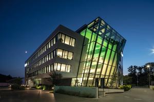 """<div class=""""bildtext_1"""">Außenansicht des neuen EgeTrans Hauptgebäudes</div>"""