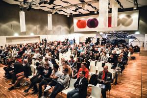"""<div class=""""Bildtext 1"""">Volles Haus beim Solarfachkongress: Viele Besucher informierten sich an zwei Kongresstagen über die Möglichkeiten, Photovoltaik optimal im Gebäude zu integrieren.</div>"""