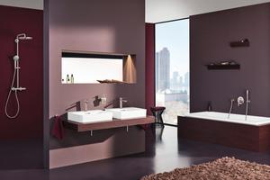 """<div class=""""bildtext_1"""">Ton-in-Ton-Farbkonzepte verleihen einem Badezimmer auch bei einer mutigen Farbwahl eine ruhige Ausstrahlung. Eine Farbe übernimmt hierbei die Vorherrschaft in der Gestaltung. </div>"""