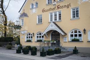 """<div class=""""bildtext_1"""">Gasthof Stangl bei Neufarn</div>"""