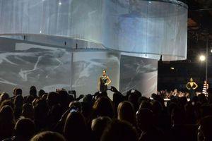 """<div class=""""bildtext_1"""">Top-Model Franziska Knuppe präsentierte mit ihren Model-Kolleginnen die glamourösen Abendkleider von Brian Rennie, die er unter dem Label """"Brian Rennie for Vigour vogue"""" entworfen hat.</div>"""