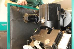 """<div class=""""bildtext_1"""">Dachsbesitzer Milan Jänicke ist vom bewährten Einzylindermotor des Mini-BHKW überzeugt. </div>"""