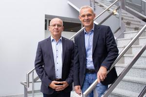 Bilden gemeinsam mit Esylux Chairman und CEO Mareks Peters (nicht im Bild) das neue Führungsteam der EsyluxX Deutschland GmbH: Bernd Rossow, Vertriebsleiter Großkunden- und Projektgeschäft, und Dirk Krüger, Vertriebsleiter Großhandel (v. links)