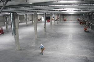 """<div class=""""bildtext_1"""">Blick in eine der fünf Produktionshallen, die noch 2019 in Betrieb genommen werden.</div>"""