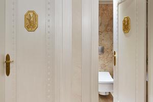 """<div class=""""bildtext_1"""">Das Hotel Le Meurice setzt auf Hightech-Dusch-WCs von Toto.</div>"""