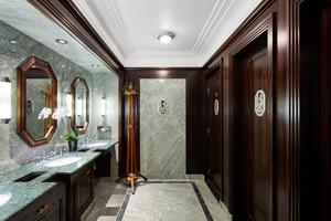 """<div class=""""bildtext_1"""">Viele Inspirationen aus den Sanitärbereichen des Le Meurice verwirklichen die Hotelgäste dann in ihren Privaträumen.</div>"""