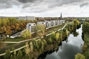 """<div class=""""bildtext_1"""">82 Wohneinheiten bietet der Neubau des Ensembles aus acht Gebäuden auf einer ehemaligen Industriebrache unmittelbar am Ufer der Lippe.</div>"""