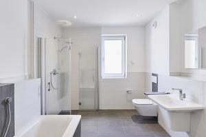 """<div class=""""bildtext_1"""">Produktserien und neue Technologien von Ideal Standard decken von Armaturen und Keramik über Möbelunterbauten bis hin zu Accessoires die Badausstattung mit einem hohen Anspruch an Langlebigkeit, Funktionalität sowie Ästhetik ab.</div>"""