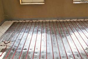 """<div class=""""bildtext_1"""">Im Obergeschoss des denkmalgeschützten Gebäudes kam Roth """"ClimaComfort TBS"""" zum Einsatz. Das Trockenbausystem für die Fußbodenheizung eignete sich aufgrund des geringen Flächengewichts sowie der niedrigen Aufbauhöhe.</div>"""