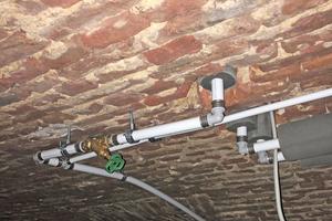 """<div class=""""bildtext_1"""">Für die hygienische Trinkwasserverteilung im ganzen Haus installierte der Fachbetrieb Samid Huskic ein Rohrleitungsnetz mit Komponenten des Roth Rohr-Installationssystems.</div>"""