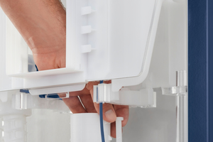 """<div class=""""bildtext_1"""">Die Einstellung des Spülstroms z.B. für randlose WCs ist einfach über den Revisionsschacht möglich.</div>"""