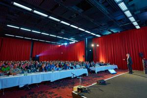 Knapp 300 Teilnehmer, darunter Planer, Handwerker, Architekten und Höhenretter, kamen zum 3. Fachkongress für Absturzsicherheit nach Bonn. Dieses Jahr findet der Kongress in Hamburg statt.