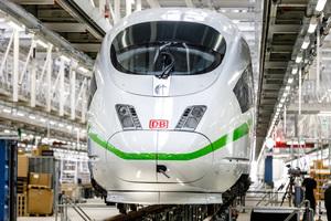 """<div class=""""bildtext_1"""">Für die neuen ICE-4-Züge der Bahn waren nicht alle Instandhaltungswerke ausreichend groß. In Köln Nippes entstand deshalb eine Halle mit 450 m Länge. </div>"""