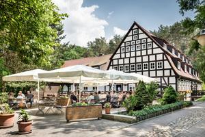 """<div class=""""bildtext_1"""">Heute ist die Springbach-Mühle reizvolles Ausflugs- und Erholungsziel für Familien sowie vor allem an den Wochenenden Tagungshotel und Veranstaltungsort für große Feiern.</div>"""