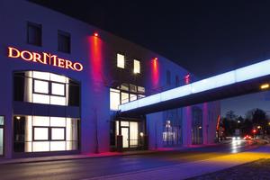 """<div class=""""bildtext_1"""">Die Außenansicht des Dormero Hotels in Roth: Der traditionsreiche Standort des ehemaligen Modehauses Wöhrl. </div>"""
