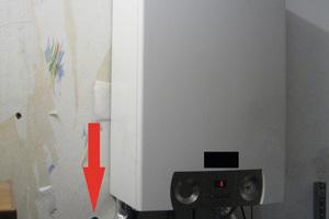 """<div class=""""bildtext_1"""">Kondensat aus einer Gas-Brennwertheizung durch die Außenwand ins Erdreich</div>"""