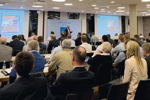 """<div class=""""Bildtext 1"""">Gefüllter Konferenzsaal: Teilnehmer aus ausführenden Betrieben, Kommunen und Planungsbüros informierten sich aus unterschiedlichen Blickwinkeln, wie eine einwandfreie Trinkwasserqualität sichergestellt werden kann.</div>"""